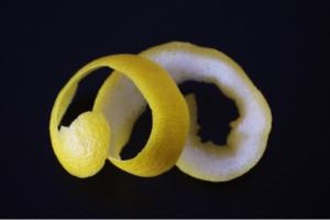 lemon-peels-make-the-sink-smell-fresh