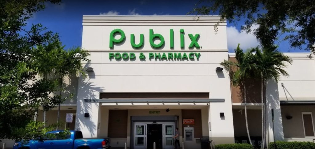 Publix super market at sunshine square front of building